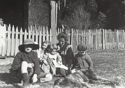 Harry and Mary Thomas at Clover Hill with their children Raplph, Marie, Ken, Cecil, Gwendoline, Don and Olga, c.1911. Donated by Joyce Thomas.